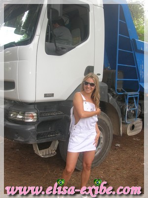 0912 Exibição diante de um caminhoneiro