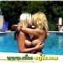 Elisa e Stafina super quentes na piscina de um hotel