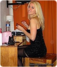 pic 1 Dançando Em Um Bar com Um Micro Vestido